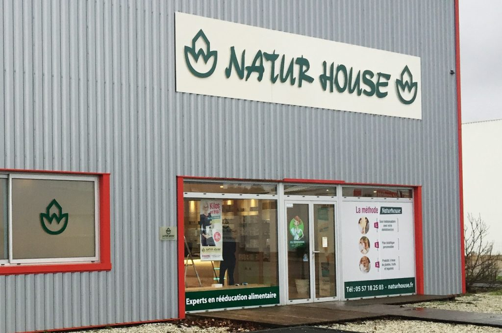 nature-house-enseigne-vitrine